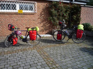 Räder zur Testfahrt bepackt
