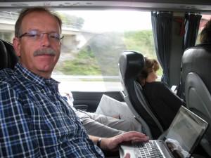 Bericht schreiben im Reisebus