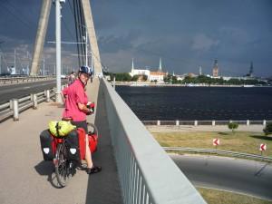 Einfahrt nach Riga über die Vansu-Brücke