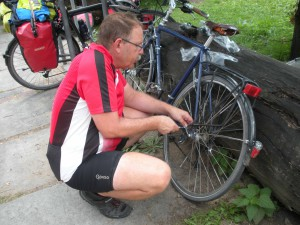 ein neuer Fahrradständer für Annes Rad