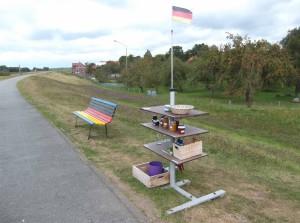 Selbstbedienungsverkaufsstand am Elberadweg