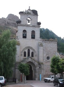 Kirche in Belorado mit Storchennester