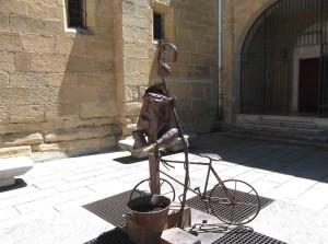 Skulptur vor Sto Domingo de la Calzada